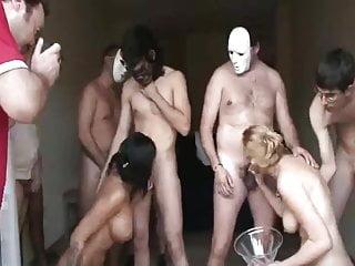 Echange de sperme entre gloutonnes