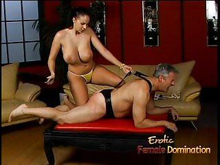 Lusty stunner Gianna Michaels really enjoys spanking a latex
