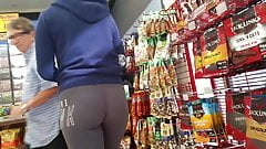 Candid ass in tights