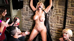 CROWD BONDAGE - Obedient latina Blondie Fesser in BDSM sex
