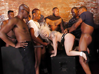 Bella Jane Interracial Gangbang - Cuckold Sessions
