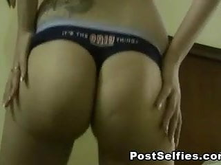 Hot Girlfriend Shakes Her Sexy Ass On Cam
