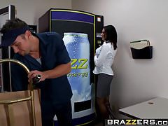 Brazzers - Big Tits at Work - Fucking the Vending Machine Du