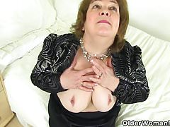 English granny Susan pleases her hungry pussy with a dildo