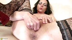 Real amateur mom needs a good fuck