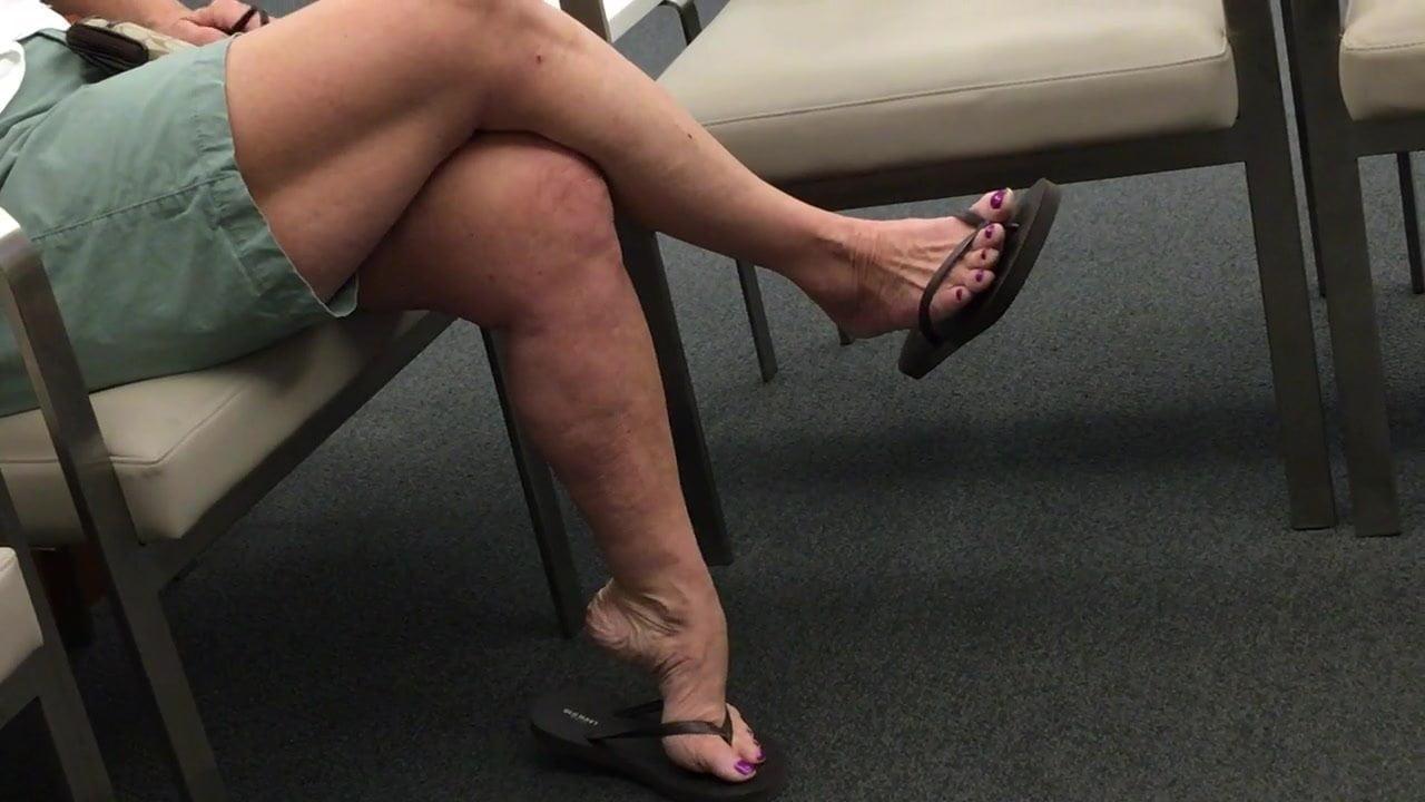 Candid mature nanny feet