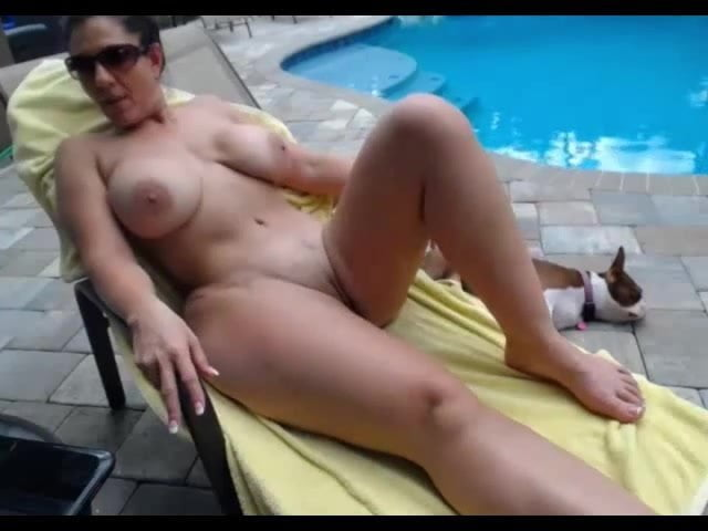 Naked girls with their ass in the air-1716