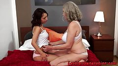 Curvy gilf finger banged by teen lesbo