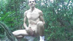 nu et branle dans les bois............