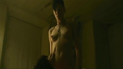 Snake Adult Female Full Nudity Kate Mara Frontal
