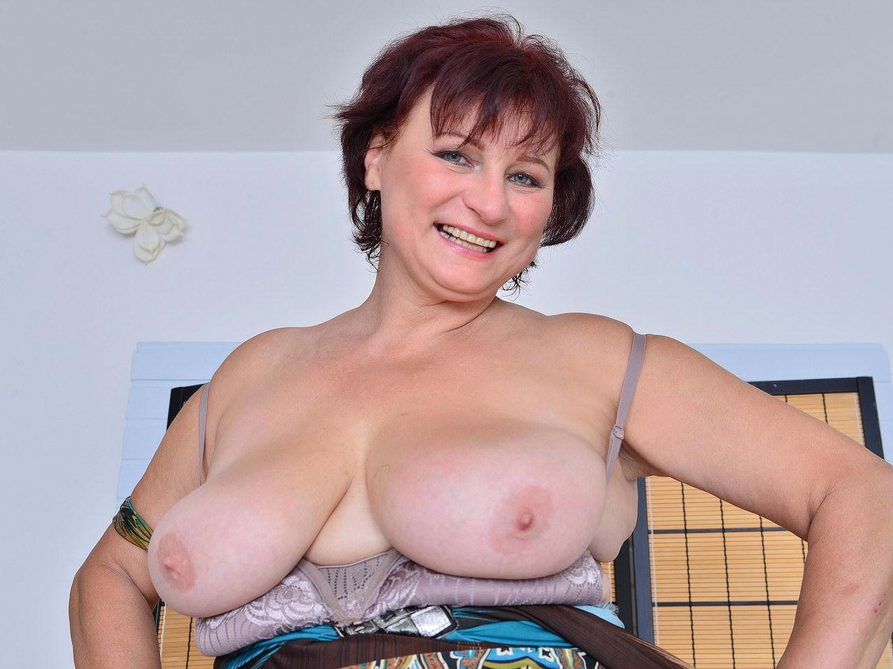 Bacie Porno euro gilf danja doesn't wear panties today