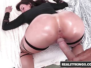 Download video bokep RealityKings - Monster Curves - Lust At First Sight Mp4 terbaru