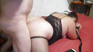 mooie ronde vrouw houdt van sm en sperma slikken