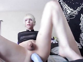 Download video bokep Blonde Femboy huge bad dragon ride Mp4 terbaru