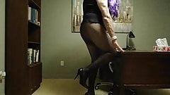 VanessaTV cumming in her BLACK outfit...