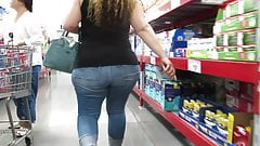 PAWG MILF with glorious hips in tight booty jeans