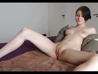 21yo fingering and rubbing her pussy