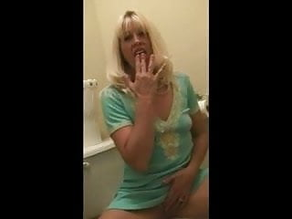 Milf legs spread - Milf slut spreads legs and masturbates