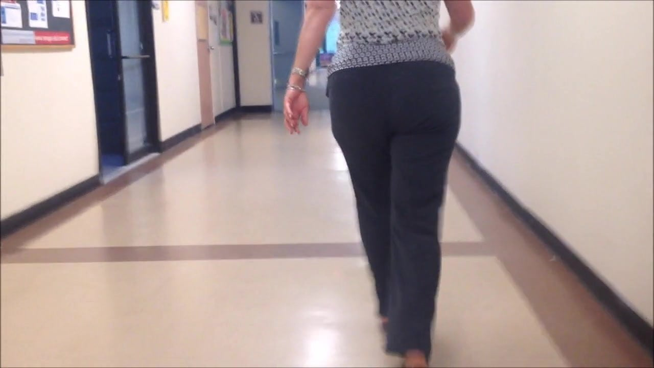 candid sexy big ass blonde girl in tight pants