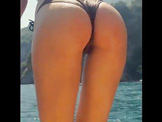 Antonella BellaFigaTroia MOSTRA IL CULO