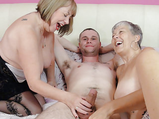 Granny Savana and SpeedyBee 3some