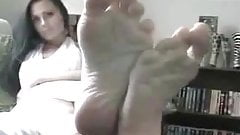 Wendy's sexy wrinkled soles
