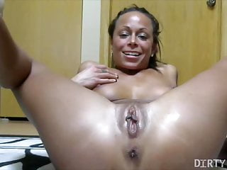 Female Bodybuilder Porn Star Masturbates And Squirts