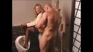 auf der Manner toilette gefickt von bodybuilder