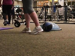 Big white booty working out