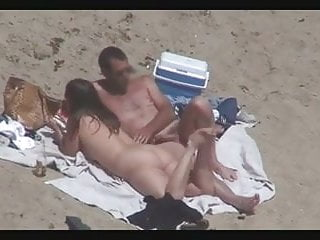 People caught nude on the beach - Nude beach - couples caught on camera - voyeurs helpers