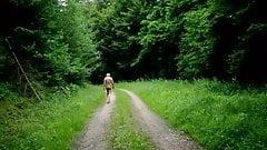 Nackt in der Eifel spazieren