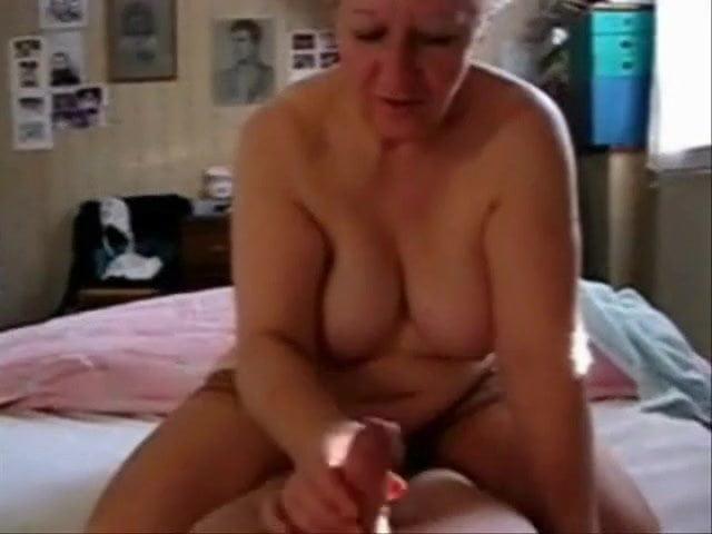 среда следующей старушка мастурбирует на скрытую камеру материалы, которые