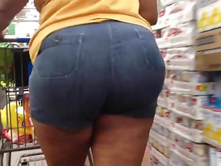 Thick Redbone MILF in Booty Shorts 7