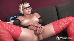 Yanks Blondie Vi Gets Off Watching Porn