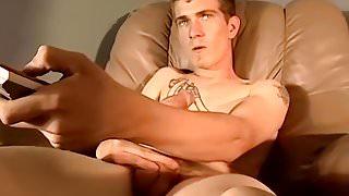 Tattooed butt muncher jerks off his massive shclong solo