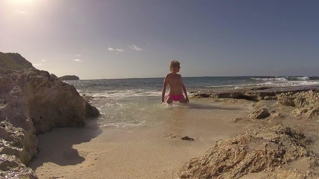 Секс на глазах людей на диком пляже — photo 4