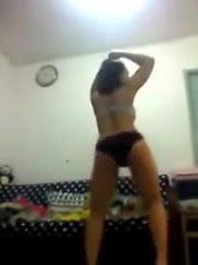 Indo Maid Sri Utami Horny Dance 2