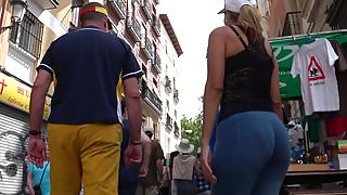 Spanish curvy MILF in blue tights from GLUTEUS DIVINUS