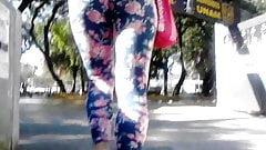 Cum on girl in public, julia, lechazo en leggins
