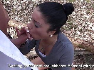 Suesses Deutsches Teenie Fickt im Wald mit nasser Muschi