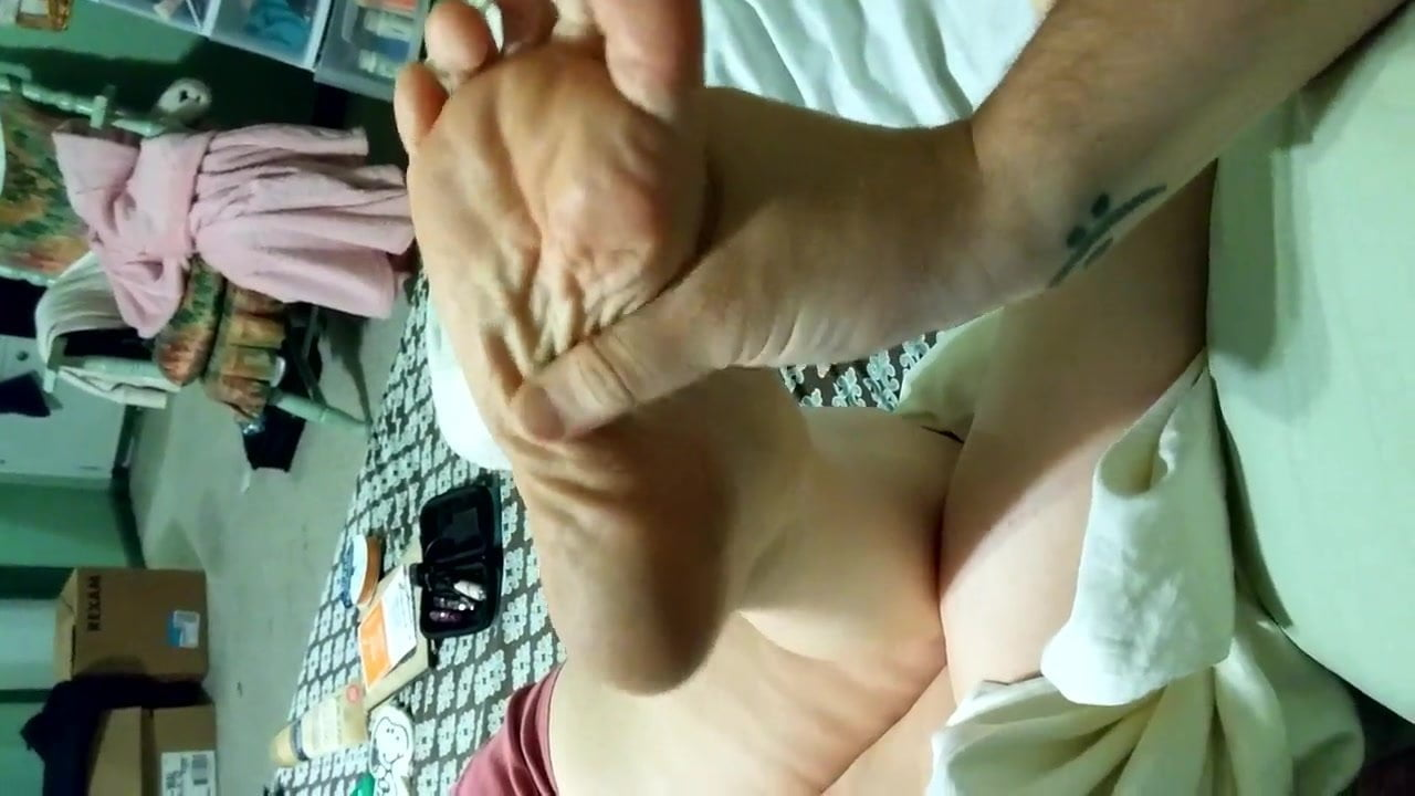 Rubbing wife's aunt's dirty feet pt.3