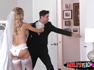 Hot MILF Brandi Love helps her stepdaughter Bella Rose