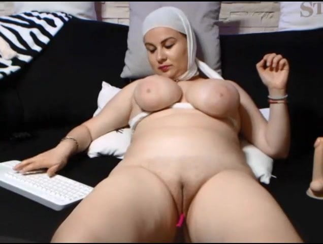 Saudi Arabian Woman Shows Her Shaven Pussy Free Porn 23-4237