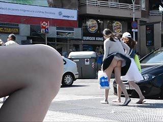 petit string dans les rues de barcelone