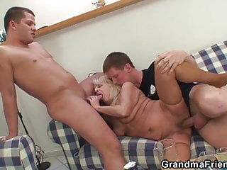 Party 3some with boozed blonde granma