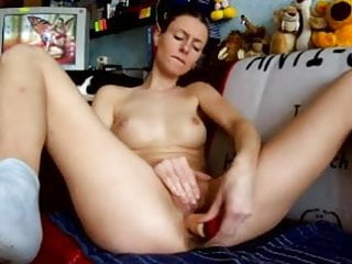 She plays till she squirts