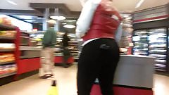 Thick ass lotto playing MILF (full vid)