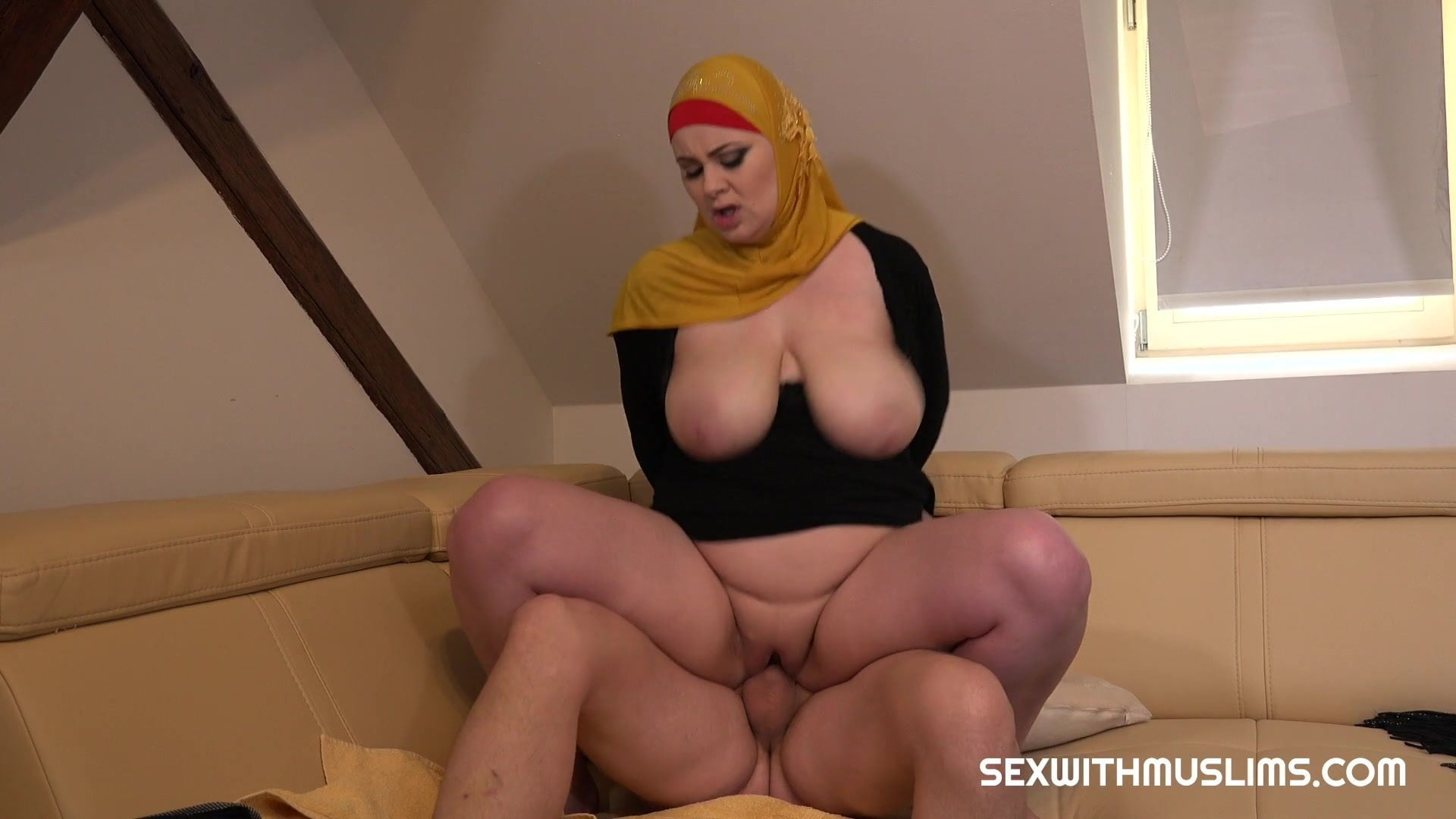 Busty hijab