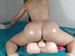 She got a nice bubble butt