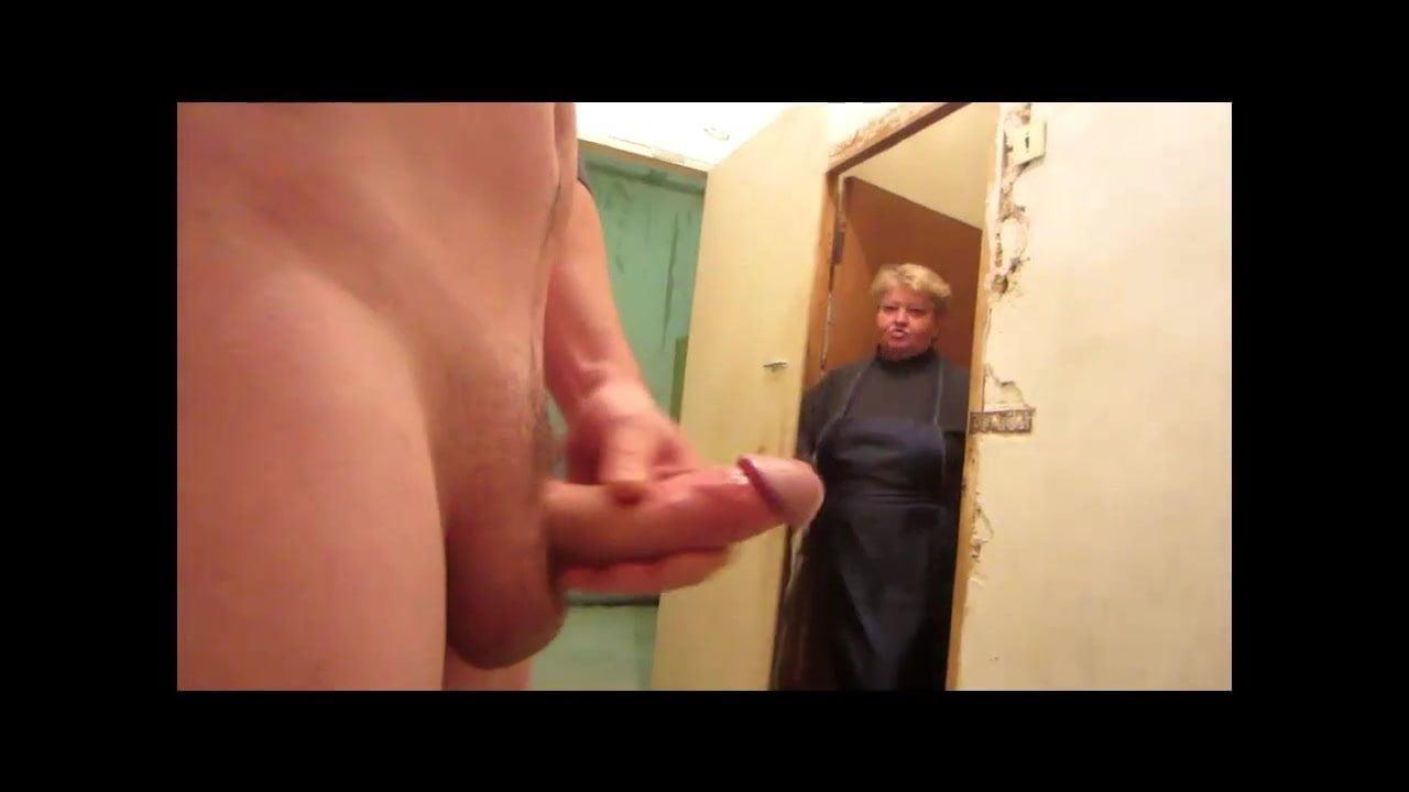 skritaya-kamera-v-muzhskih-tualetah-porno-biografiya-porno-aktrisi-rayli-stil